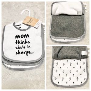 🆕3pk Baby Bibs MOM THINKS SHE'S IN CHARGE